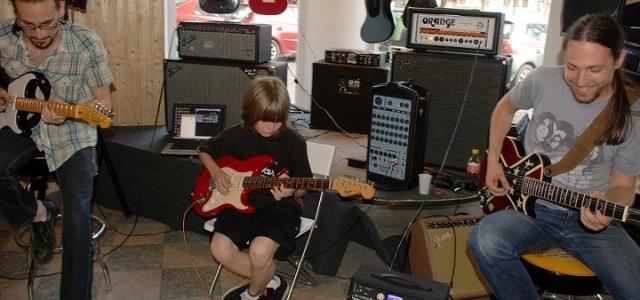 Peste un an de lecţii la Guitar Shop
