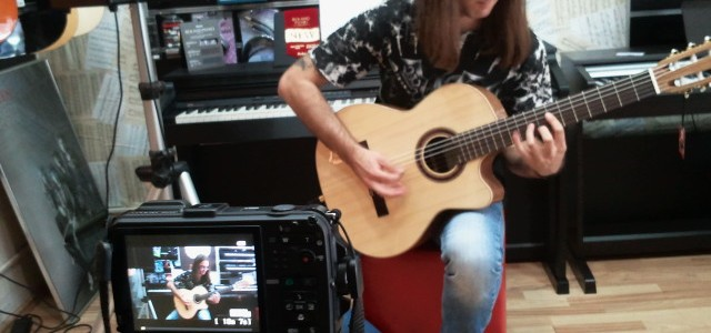 Testam chitarele de la magazinul Music & More – Bucuresti